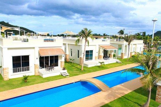 Oriental Beach Pearl Resort: View2