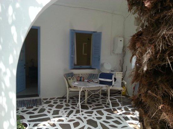 Villa Katapoliani I: room yard