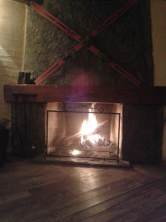 Universal Traveller's Lodge Hostel: Cozy winter night in the hostel.