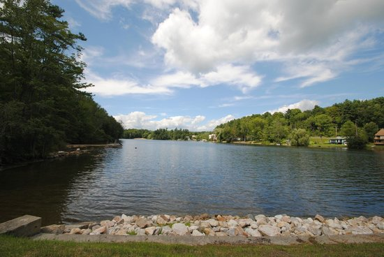 Black Swan Inn Berkshires, an Ascend Collection Hotel: Lake View
