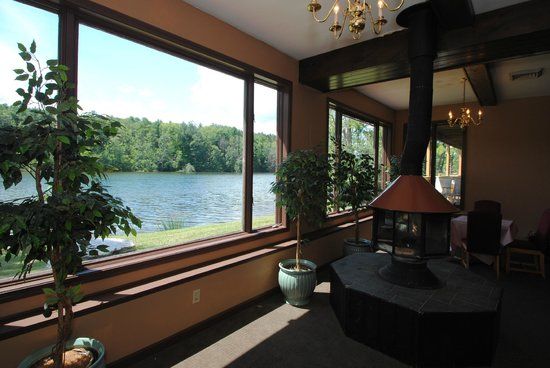 Black Swan Inn Berkshires, an Ascend Collection Hotel: Lake View Lounge