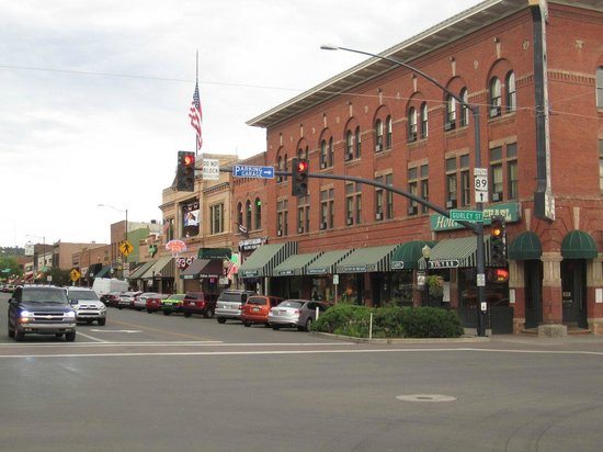 The Pleasant Street Inn: One side of the main downtown square