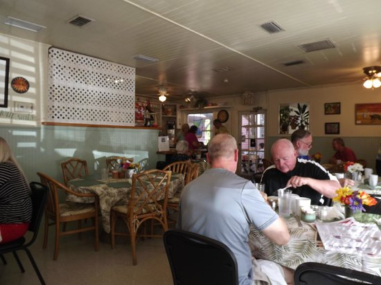 Bright Mornings Cafe: The little cottage, busy but not slammed
