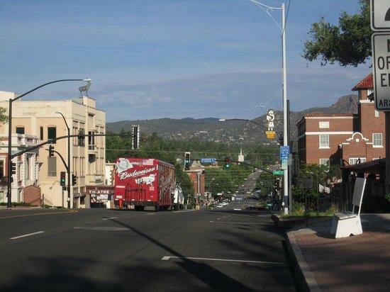 The Pleasant Street Inn: En route down the hill