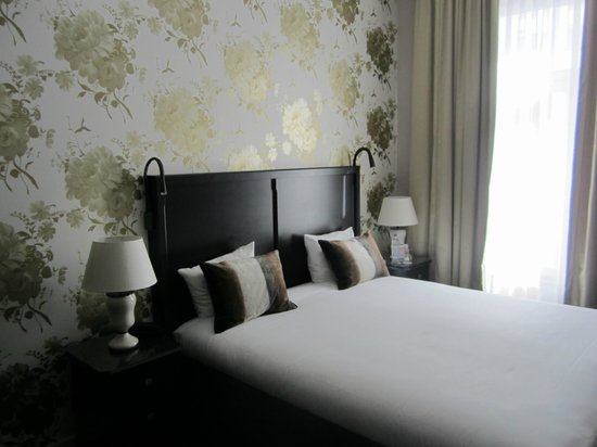 Sandton Hotel Pillows Brussels: Hotel Room
