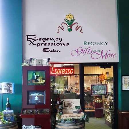 Rogue Regency Inn: Gift Shop and Salon