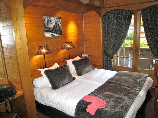 La Grange d'Arly : Chambre vue de l'entrée