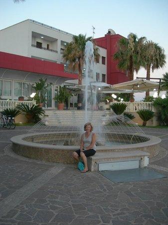 Hotel Mediterraneo: vista esterna