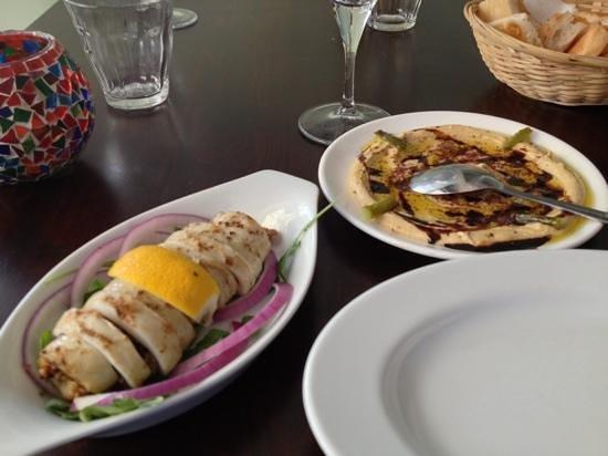 Maydanoz: Calamari grill and hummus