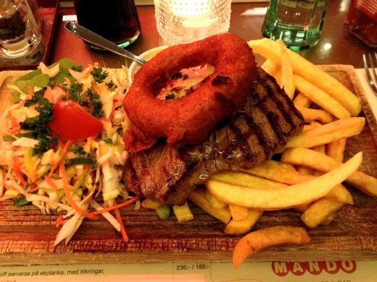 Mando Steakhouse: Steak, chips, salad, and onion rings.