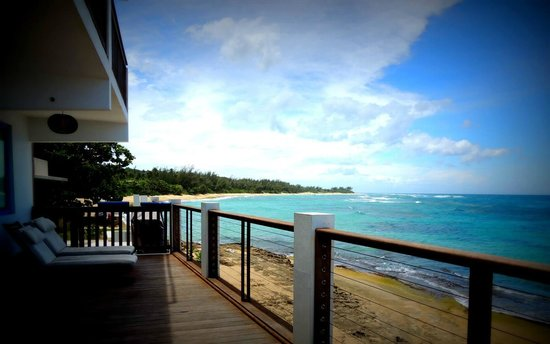 Villa Shacks : view from deck to beach. gorgeous!