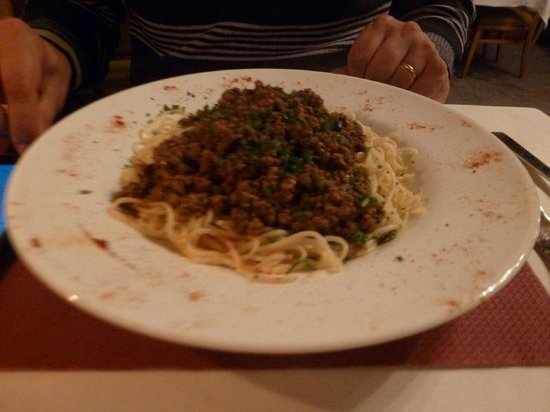 Funny Farm Hotel: Pasta meal in the hostels restaurant