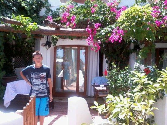 Balocco Hotel : patio davanti stanza