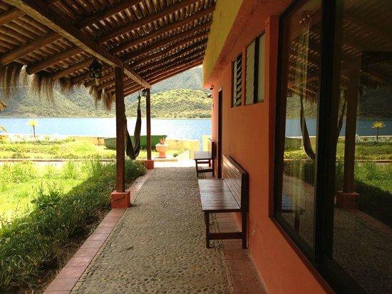 Hotel Mirador: Corredor de habitaciones que no están frente a la laguna