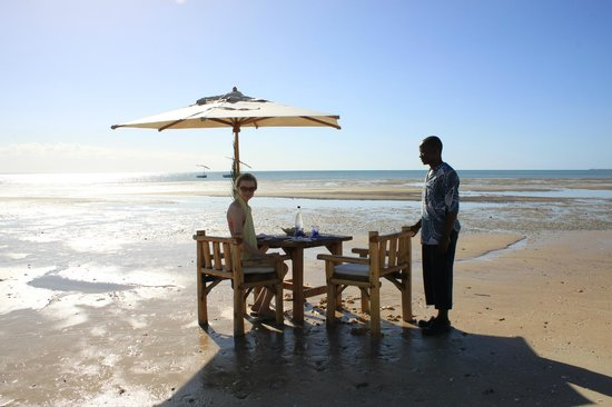 Azura Benguerra Island : Lunch on the beach