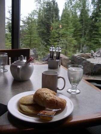 Explorer Hotel: Breakfast with a view
