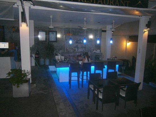 Ocean View Phuket Hotel: le bar