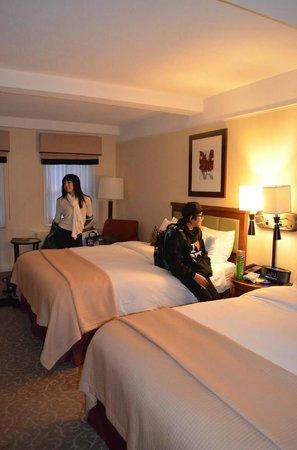 San Carlos Hotel: Spacious Room