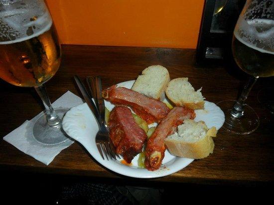 La Parrala Paella Bar: Tapa de costillas adobadas, riquísima!