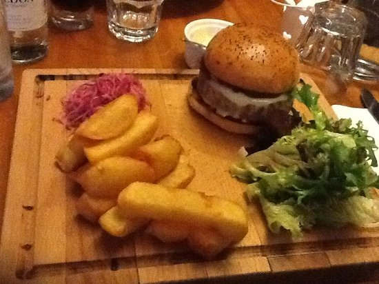 Market Bistro: Bistro Burger and Perfect Chips