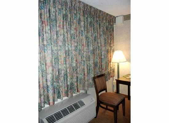Motel 6 Groton : Left side of room