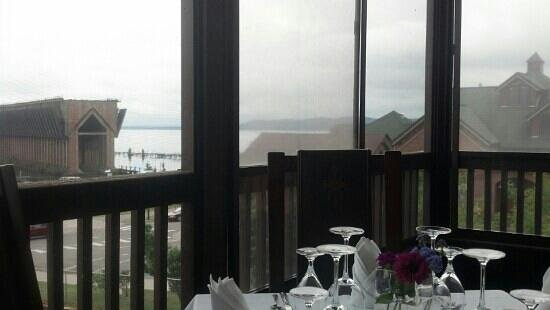 Elizabeth's Chop House: beautiful view from the balcony during our lunch!