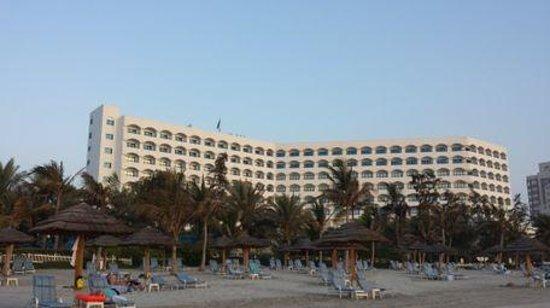 Kempinski Hotel Ajman: Hotel und Strand