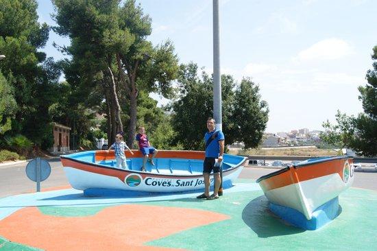 Coves de Sant Josep: la entrada del parking gratuito, está a 3 minutos andando de la cuevas