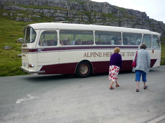 Alpine Travel: Marine Drive tour bus on a stopover at the Rest And BeThankful