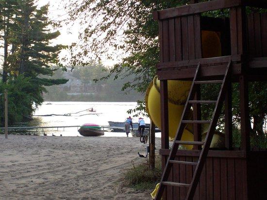Baker's Sunset Bay Resort: Some of the playground equipment