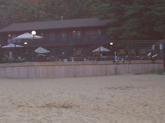 Baker's Sunset Bay Resort: Pool area from beach