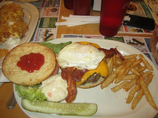 Country Pancake House: Burgers are awesome - get the EGG