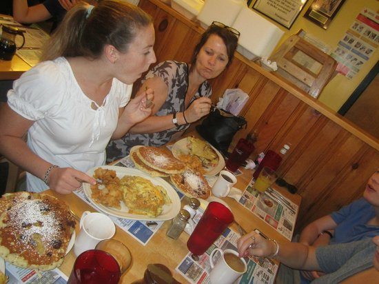Country Pancake House: LOTS of food!