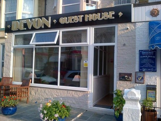 Devon Guest House : Front of hotel