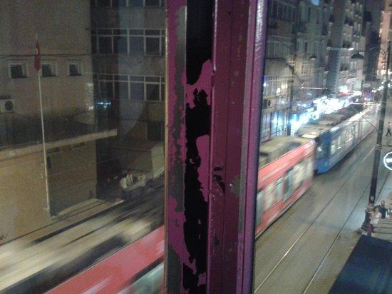 Istanbul Harmony Hostel : tram saw from the window