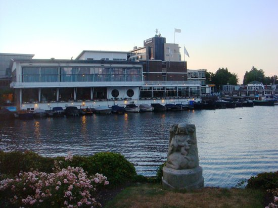 Wyndham Apollo Hotel Amsterdam: hotel on canall