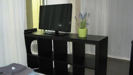 Allmend Apartments: TV