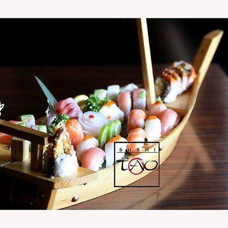 Sushi Tao: Sushi & Sashimi Boat