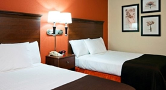 AmericInn Lodge & Suites Park Rapids: Traditional room with two queen beds