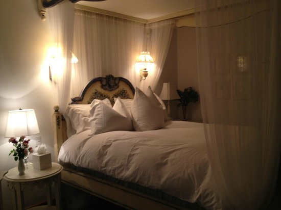 Abendblume: The Snow White Room - so beautiful and comfortable