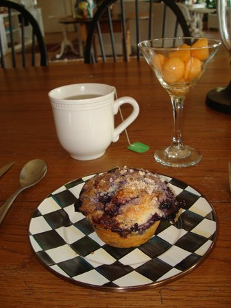1837 Cobblestone Cottage Bed and Breakfast: Blueberry Muffin with fresh fruit