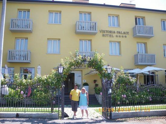 Viktoria Palace Hotel: Hotel Entrance