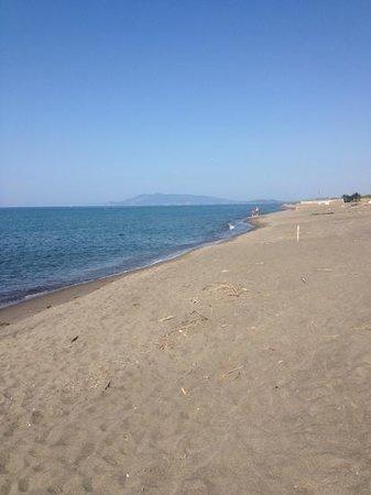 I Briganti di Capalbio : spiaggia libera a sx stabilimento la dogana