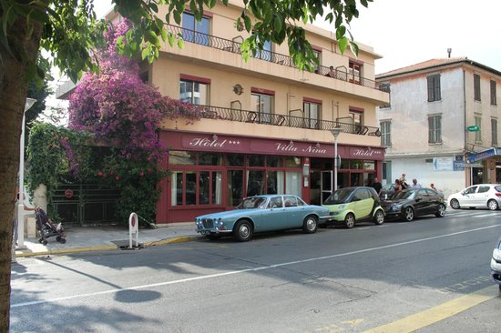 Hotel Villa Nina: Our old Jaguar parked outside!