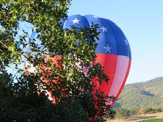 Napa Valley Railway Inn: balloon test