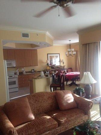 The Cottages at Naples Bay Resort: kitchen diner