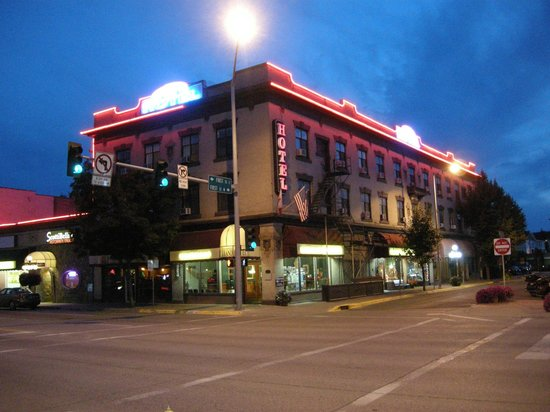 Kalispell Grand In The Evening Picture Of Hotel Tripadvisor