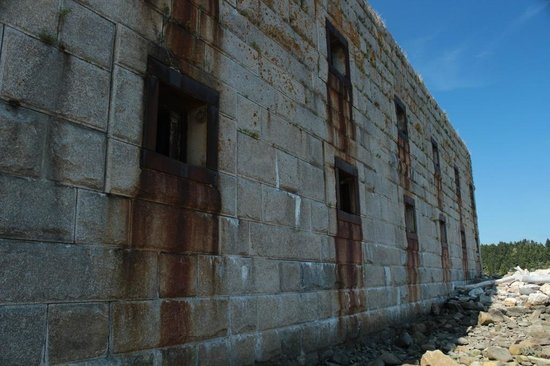 Fort Popham State Historic Site: At high tide the water comes right up to the ramparts.