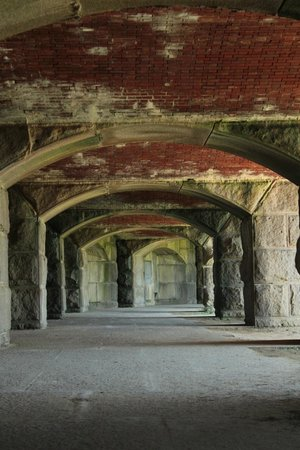 Fort Popham State Historic Site : Looking down the firing line