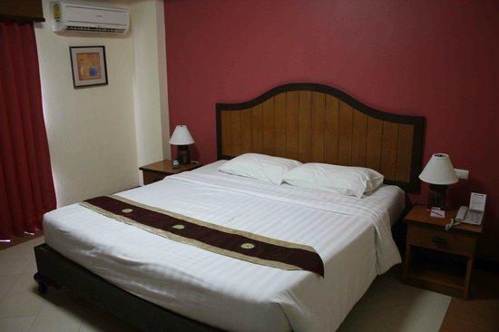 Pattaya Bay Resort : Nice, Big Bed